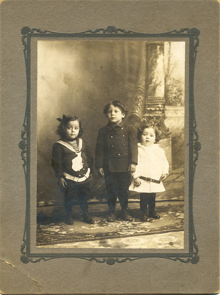 Sort ID: 1908-01A Image ID: C530  Year: 1908. At right, child is believed to be Dad. El Paso.
