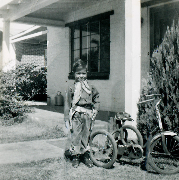 Sort ID: 1954-10 Image ID: C585 Date: 1954 October. Fred in front of 1225 E Edison St, Tucson.