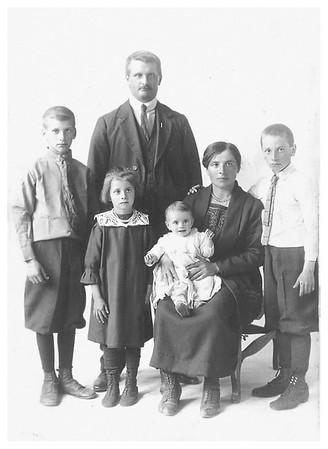 Gabe, Clarice, Grandpa, Grandma, Theo, and baby Elsie