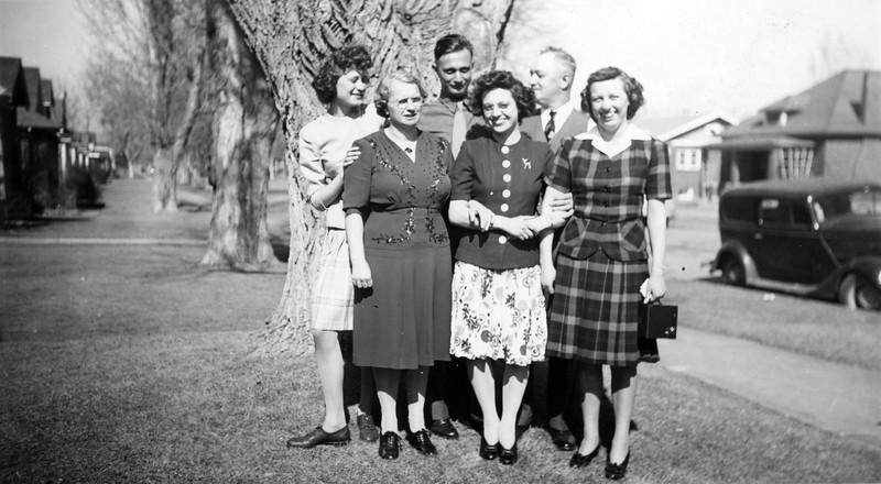"""""""Cora Joe Grace Helen Betty Henry DV"""" Photo printed Mar 4, 1943"""