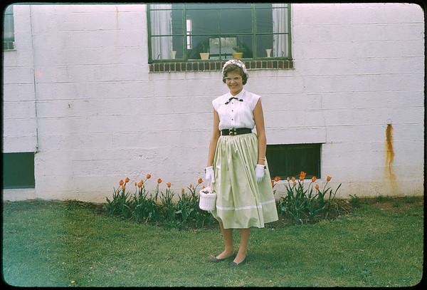 "5/8/1955 ""Karen Lynne"" 35mm Kodachrome slide Mount dated March 1981 (remounted?) Stamped #9"
