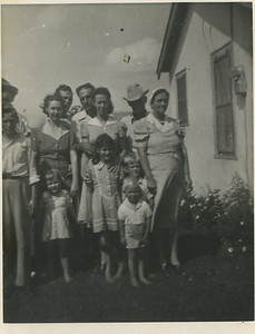 Front: Laura, Billie, unknown kids (maybe Donald/Bubby?) Middle: Unknown, Faye, Ruth, Granny Mac Back: Unknown, Unknown, Willie, Rube
