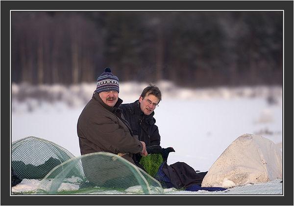 Rauno & Christophe. <br /> <br /> Cannon net capturing in Koskenpää, February 2005.