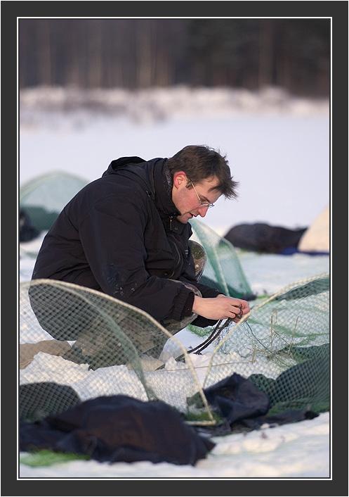 Cannon net capturing in Koskenpää, February 2005.