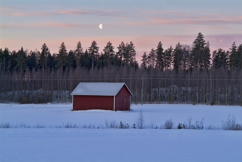 Moonset near Rutajärvi.