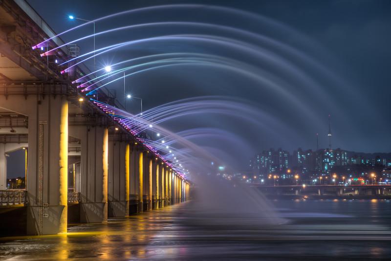 Rainbow Bridge in Banpo, Seoul Korea