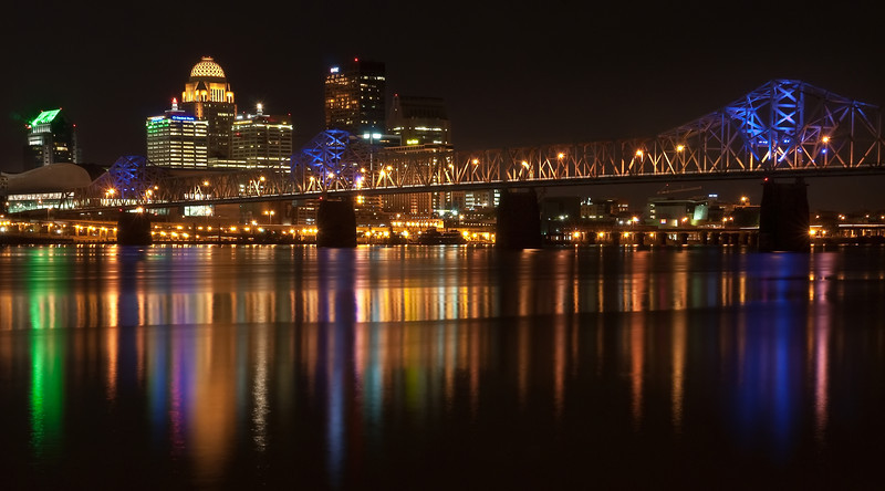 Night shot of the Louisville, Kentucky skyline