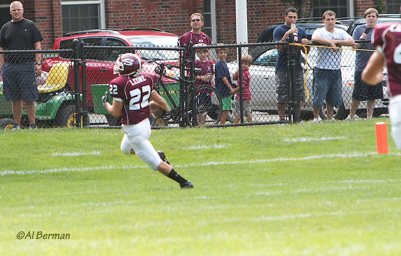 Scarsdale Varsity Raiders defeat Eastchester 26-22