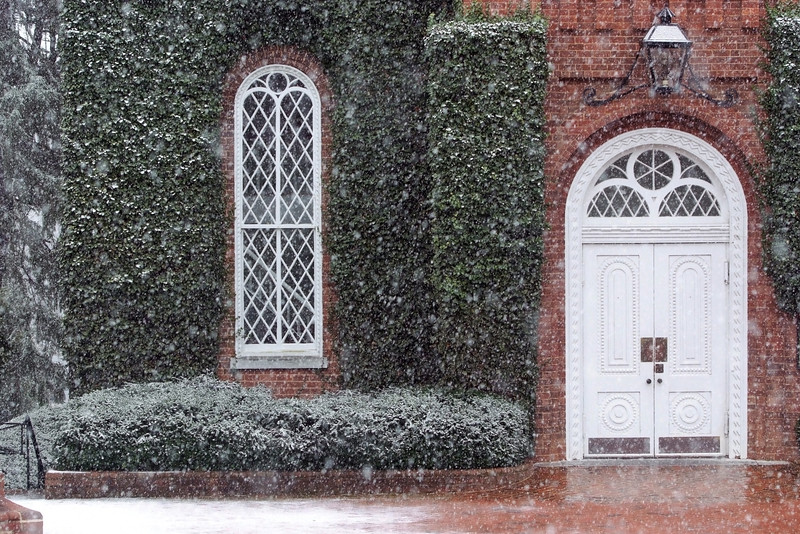 The first snow of 2016 dusting Lee Chapel.