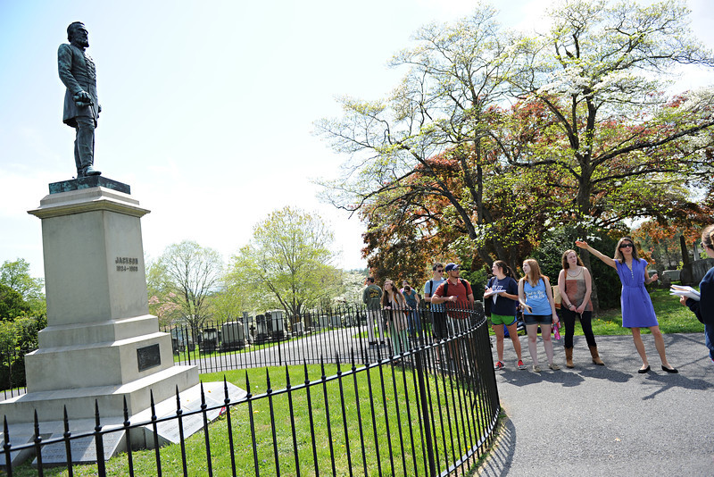 Assistant Professor of Art History Melissa Kerin takes her Spring Term class to Stonewall Jackson Cemetery.