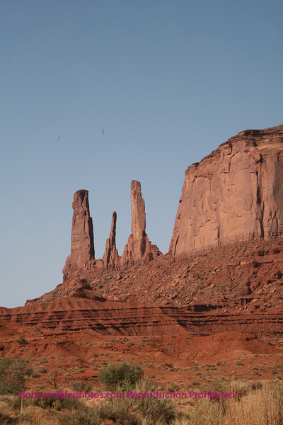 Yes those are eagles. The rock formation is also awsome.
