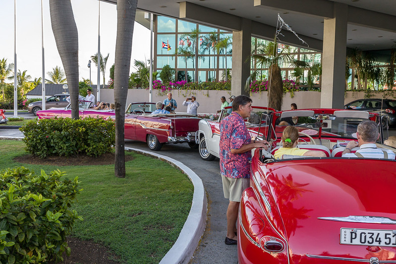 Ready for the final dinner. Here some of the other convertibles were lined up outside our motel, getting ready for the ride to the restaurant.