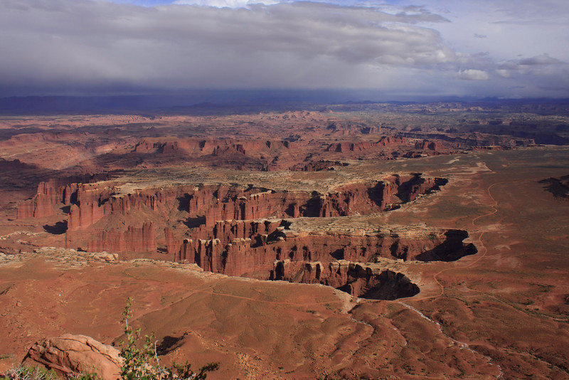 Grand View Point Overlook in Islands in the Sky, Canyonlands NP. Needles and Mesa sections of Canyonlands NP can be seen here.