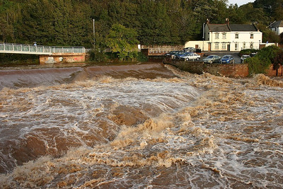 River Exe in flood  06/11/05