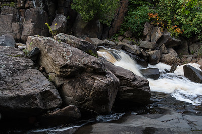 Rocks and late summer color on Kingsbury Creek.