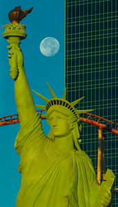 Lady Liberty moonrise, Las Vegas