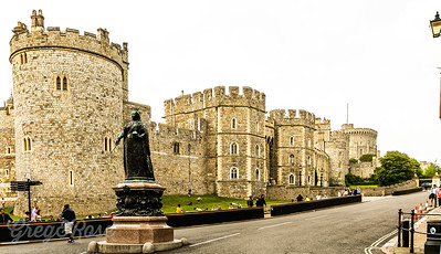 Queen Victoria's Statue stands at the entrance to the road leading to the Castle