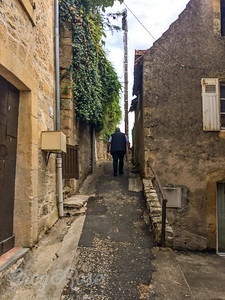 A lane up the hill in Montignac