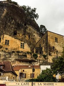 Les Eyzies a town built into a cliff