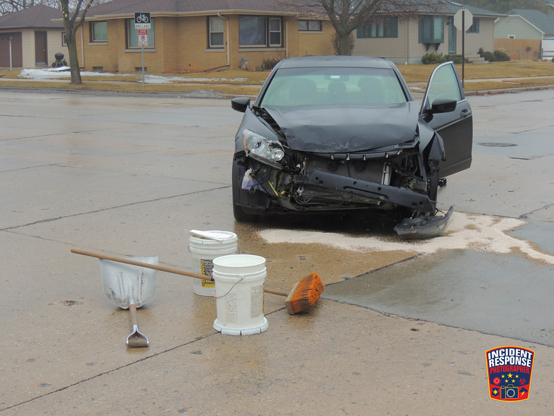 Two-vehicle crash at North 25th Street & North Avenue in Sheboygan, Wisconsin on Thursday, March 27, 2014. Photo by Asher Heimermann/Incident Response.