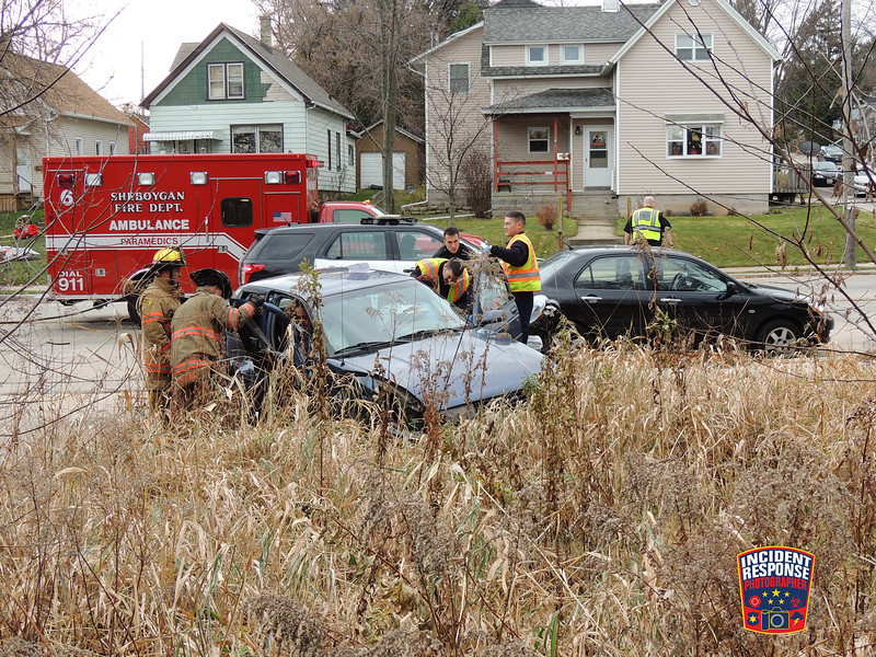 Two-vehicle crash with injuries involving a delivery truck in the 2200 block of Indiana Avenue in Sheboygan, Wisconsin on Wednesday, November 25, 2015. Photo by Asher Heimermann/Incident Response.