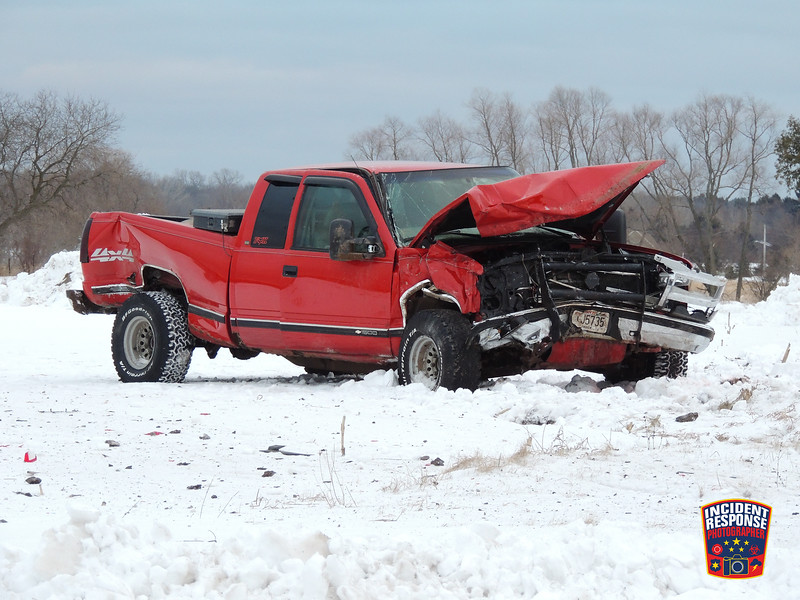 Two-vehicle injury crash at Middle Road & Wilson-Lima Road in the Town of Wilson, Wisconsin on Monday, January 4, 2016. Photo by Asher Heimermann/Incident Response.