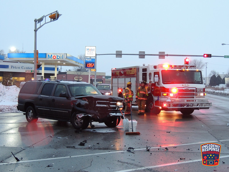 Two-vehicle injury crash at South Business Drive & Union Avenue in Sheboygan, Wisconsin on Thursday, January 7, 2016. Photo by Asher Heimermann/Incident Response.