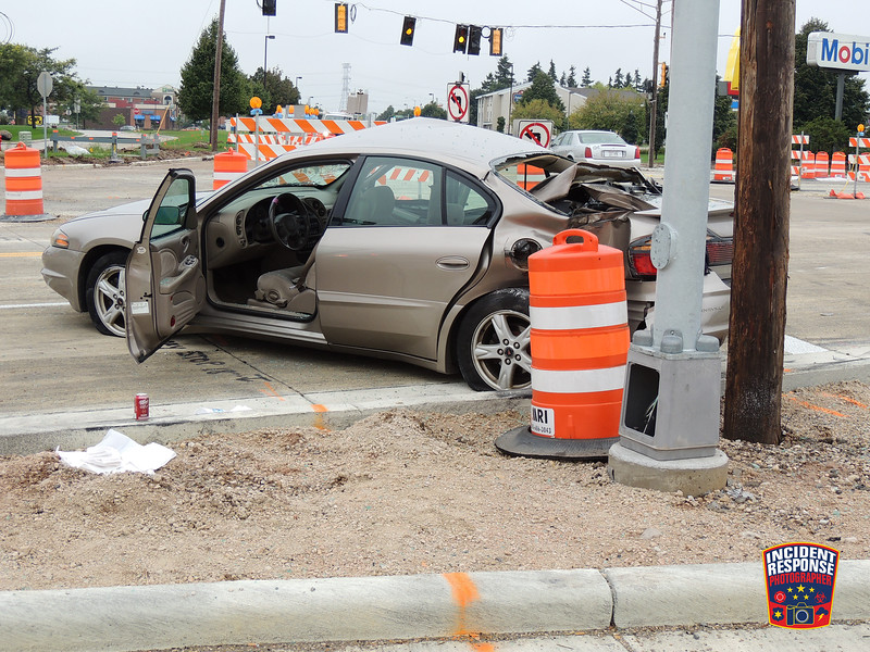 Two-vehicle crash at South Taylor Drive & Washington Avenue in Sheboygan, Wisconsin on Thursday, September 22, 2016. Photo by Asher Heimermann/Incident Response.