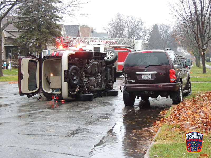 Two-vehicle rollover crash on North 10th Street north of Lincoln Avenue in Sheboygan, Wisconsin on Monday, November 28, 2016. Photo by Asher Heimermann/Incident Response.