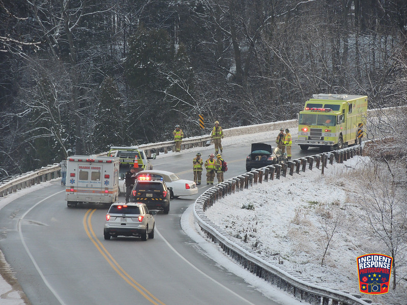 A multi-vehicle crash shuts down the County Road A bridge in Kohler, Wisconsin on Monday, December 5, 2016. Photo by Asher Heimermann/Incident Response.