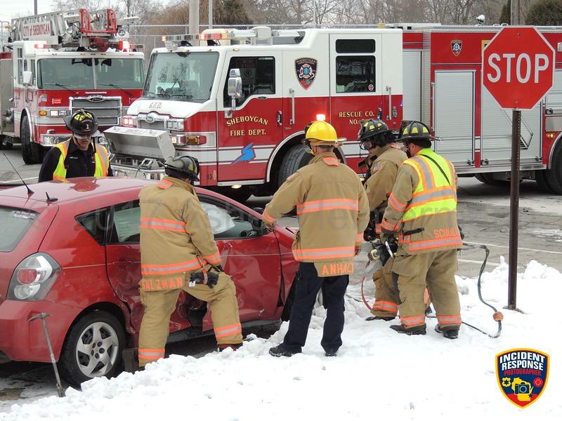 Two vehicle accident with injuries at North 3rd Street & Park Avenue in Sheboygan, Wisconsin on Monday, January 30, 2017. Photo by Asher Heimermann/Incident Response.
