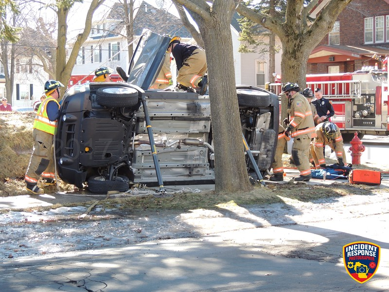 Two-vehicle rollover injury crash at North 4th Street & Michigan Avenue in Sheboygan, Wisconsin on Saturday, February 18, 2017. Photo by Asher Heimermann/Incident Response.