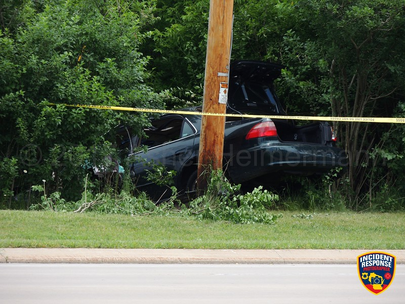 Police investigate a fatal accident on Brown Deer Road near Spruce Road in River Hills, Wisconsin on Saturday, June 17, 2017. Photo by Asher Heimermann/Incident Response.