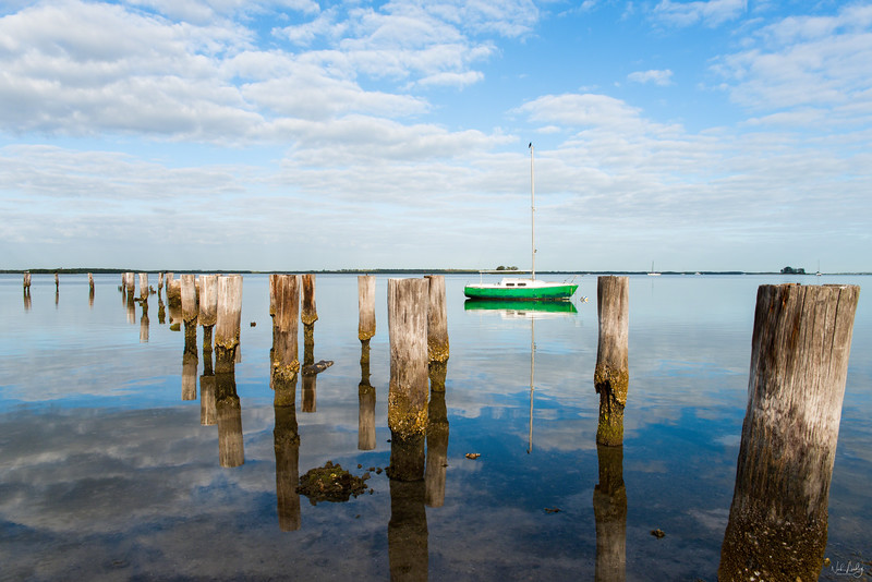 green boat and pilings_3271