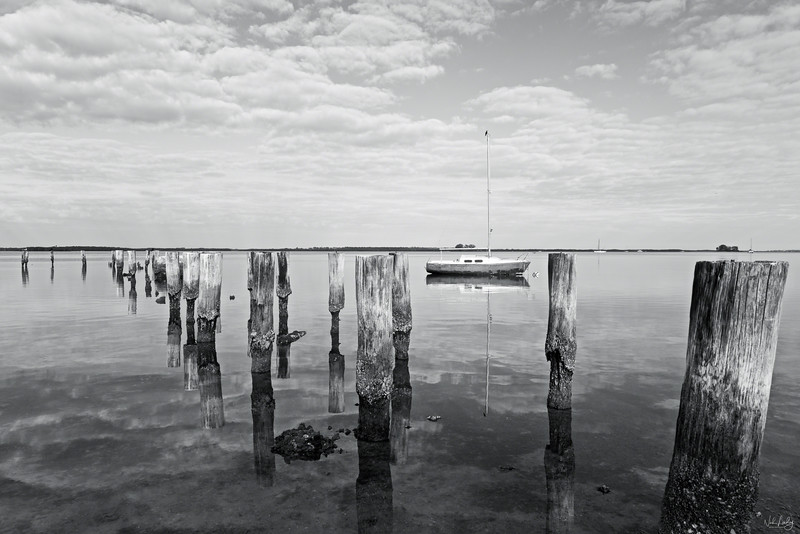 green boat and pilings_3271_bwg