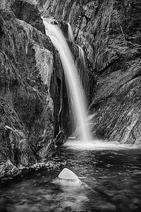 waterfall_5907_HDR_2_bw