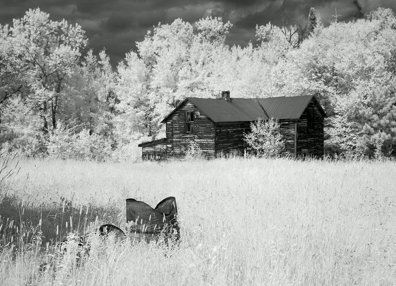 Homestead in Wabigoon.<br /> <br /> Stopped here on our way back from Raleigh Falls. (next photo in gallery)<br /> <br /> Canon 10D modified to shoot ir, 1/500 second, f/5.0, ISO 400