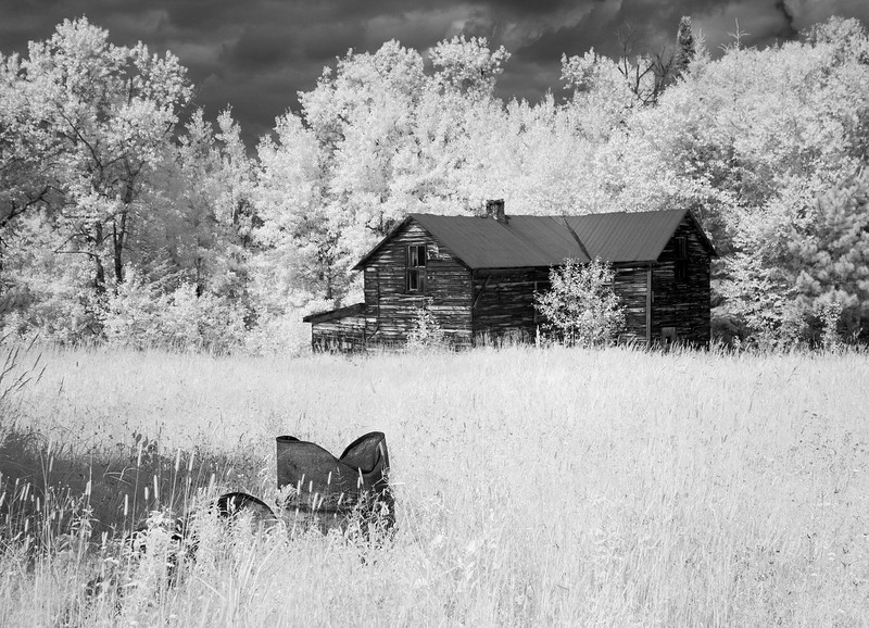 Homestead in Wabigoon.<br /> <br /> Stopped here on our way back from Raleigh Falls (next photo in gallery).<br /> <br /> Canon 10D modified to shoot ir, 1/500 second, f/5.0, ISO 400