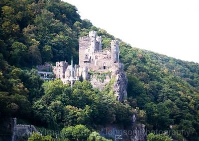 5D321504 Sailing thru the UNESCO protected Rhine Gorge