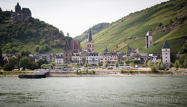 5D321530 Sailing thru the UNESCO protected Rhine Gorge