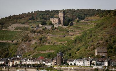 5D321534 Sailing thru the UNESCO protected Rhine Gorge