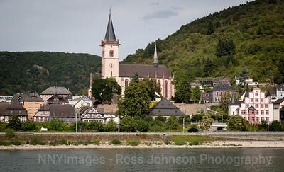 5D321521 Sailing thru the UNESCO protected Rhine Gorge