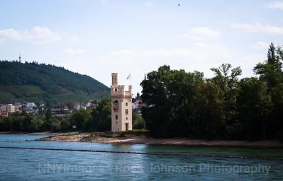 5D321500 Sailing thru the UNESCO protected Rhine Gorge