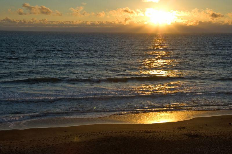 ND70_2005-07-12DSC_1623-SunsetRaysCloudsWide-2
