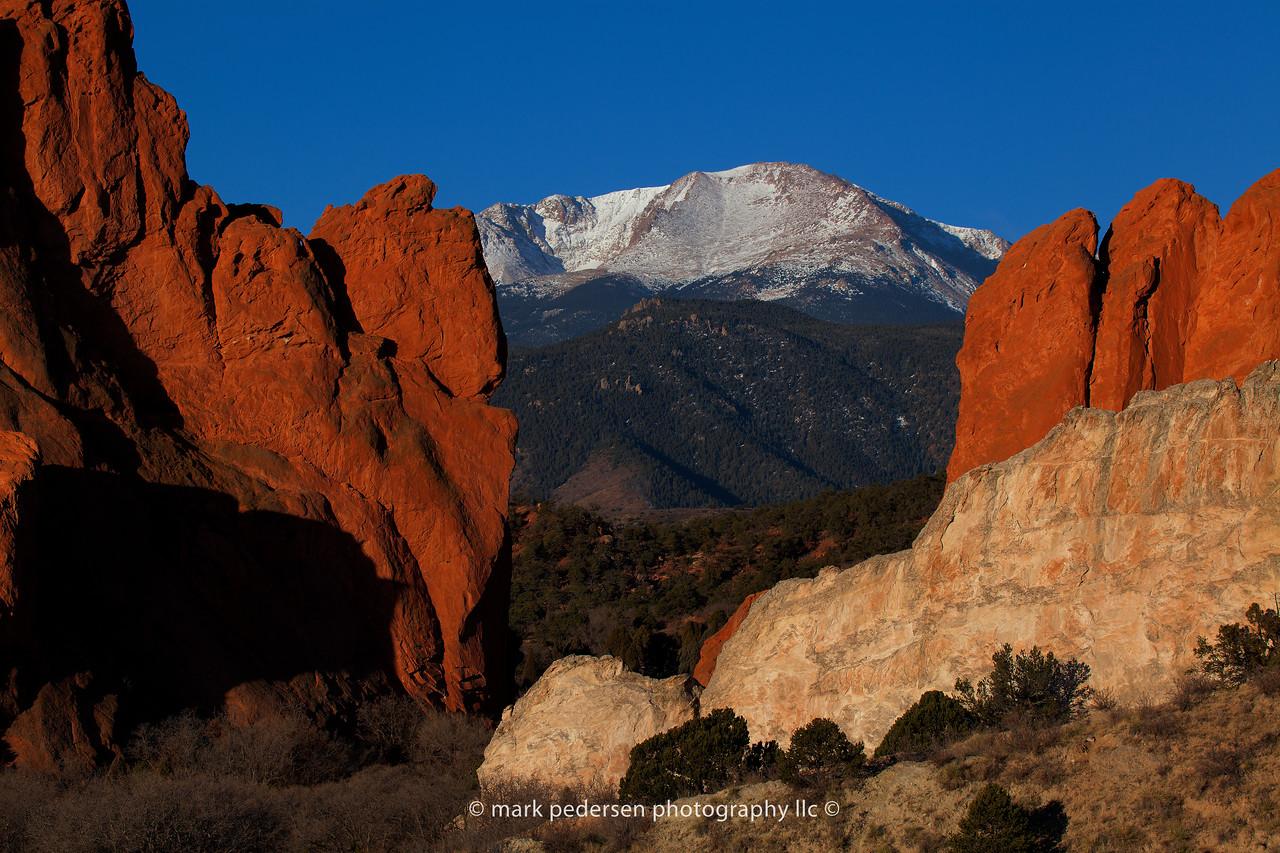 crisp morning at the garden of the gods | Colorado Springs CO | pikes peak
