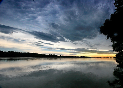 Missouri River Sunset - photo by Tom Wandel