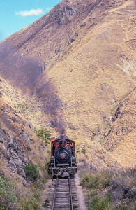 #17 approaches the lower switchback at Nariz del Diablo.