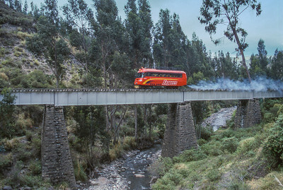 Railbus crossing the river north of Guamote.
