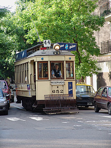 Street car in action, Buenos Aires.