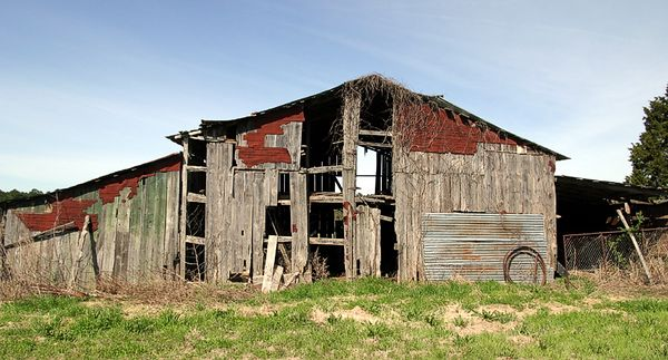 Taken with my Tamron 17-35 f/2.8 Lens. An old Barn on my Friends Ranch.